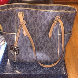 Micheal Kors Signature Jet Set Handbag Pre Owned